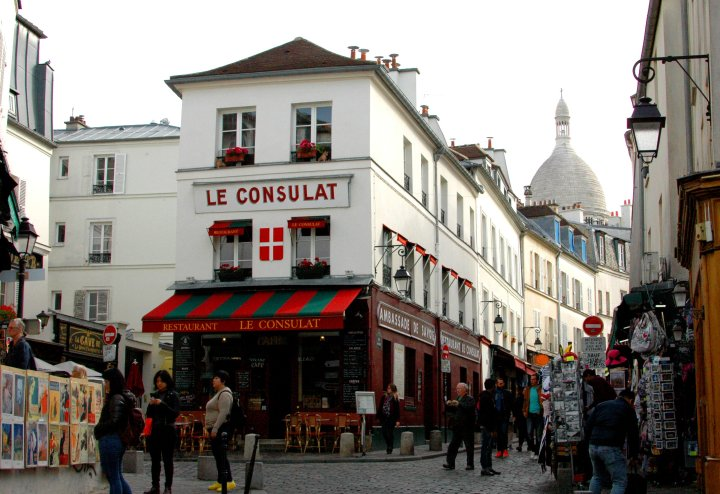 Le Consulat, Montmartre - 10 Things to Do for Free in Paris
