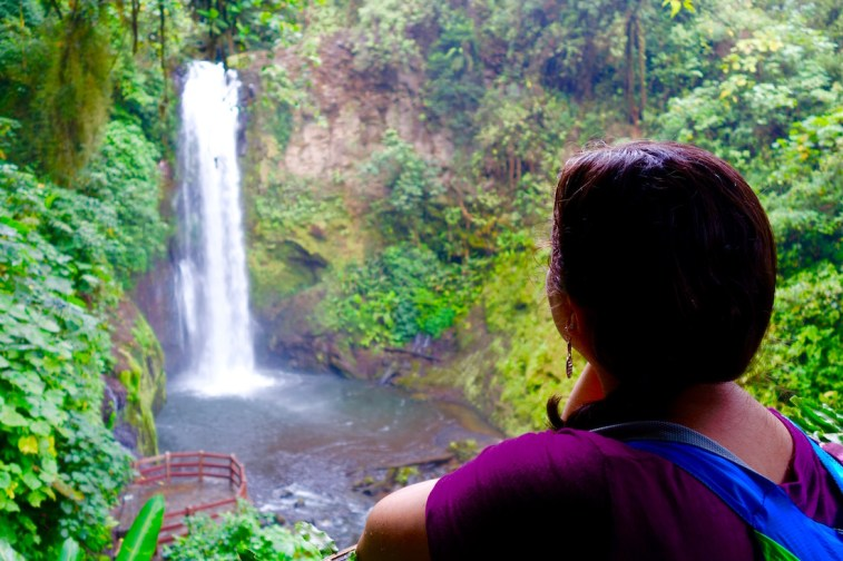 Planning a week long trip to Costa Rica? Look no further - this is the perfect one week costa rica itinerary that includes adventure, beaches, and wildlife. Click to read and start planning your trip! | http://passportandplates.com