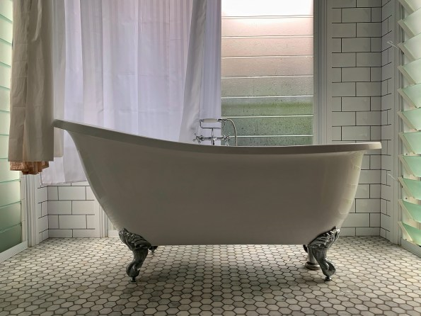 Bath tub in a holiday house in Byron Bay