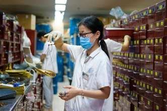 Chinese studying the virus