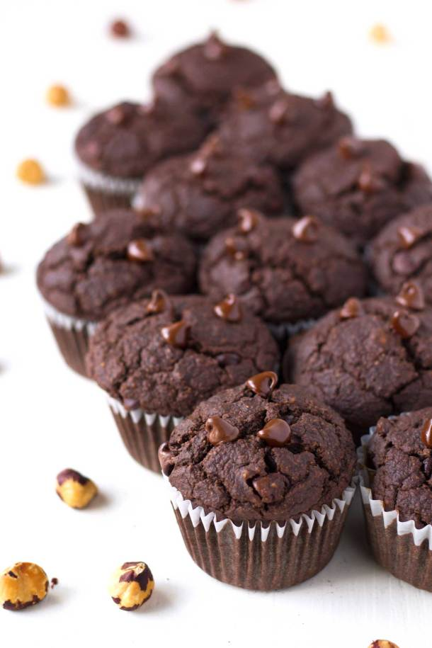 These double chocolate hazelnut muffins are vegan, gluten-free, oil-free, and super healthy, yet they taste moist and decadent!   https://passtheplants.com