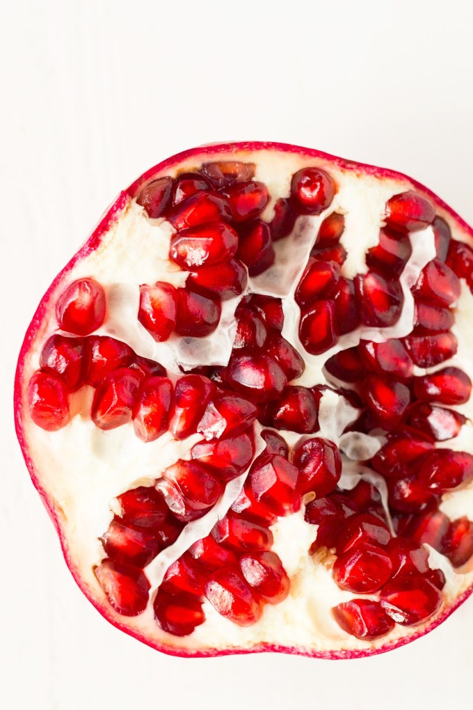 How to Seed a Pomegranate Quickly with No Mess | https://passtheplants.com