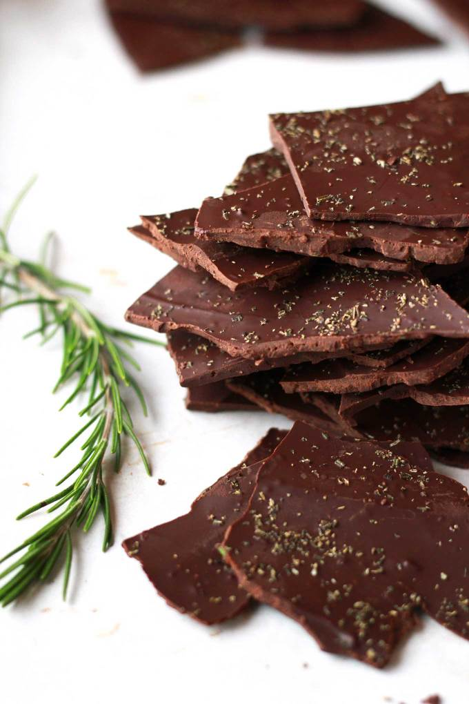 Rosemary Chocolate Bark | Vegan, Dairy-free, oil-free, quick and easy holiday treat | https://passtheplants.com