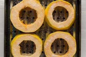 """How to cook spaghetti squash that actually looks like spaghetti! Foolproof method for perfectly long spaghetti squash """"noodles"""" that have a wonderful texture as well!   https://passtheplants.com"""