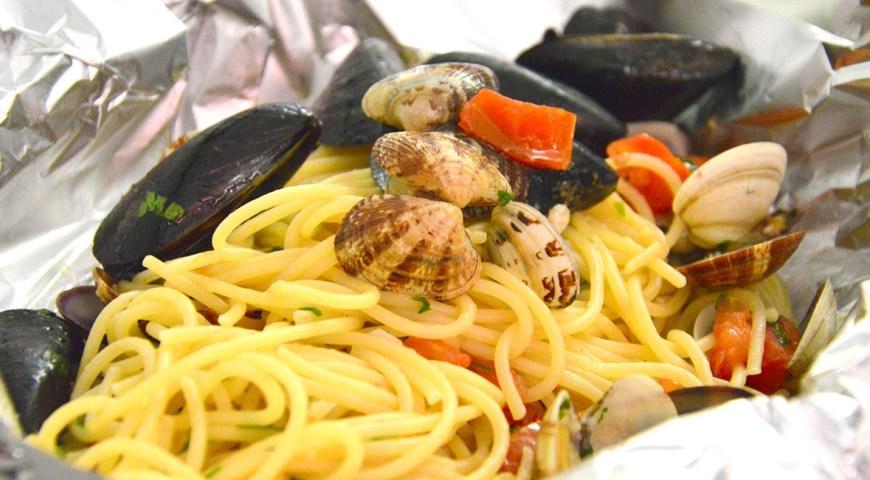 spaghetti-ai-frutti-di-mare-al-cartoccio