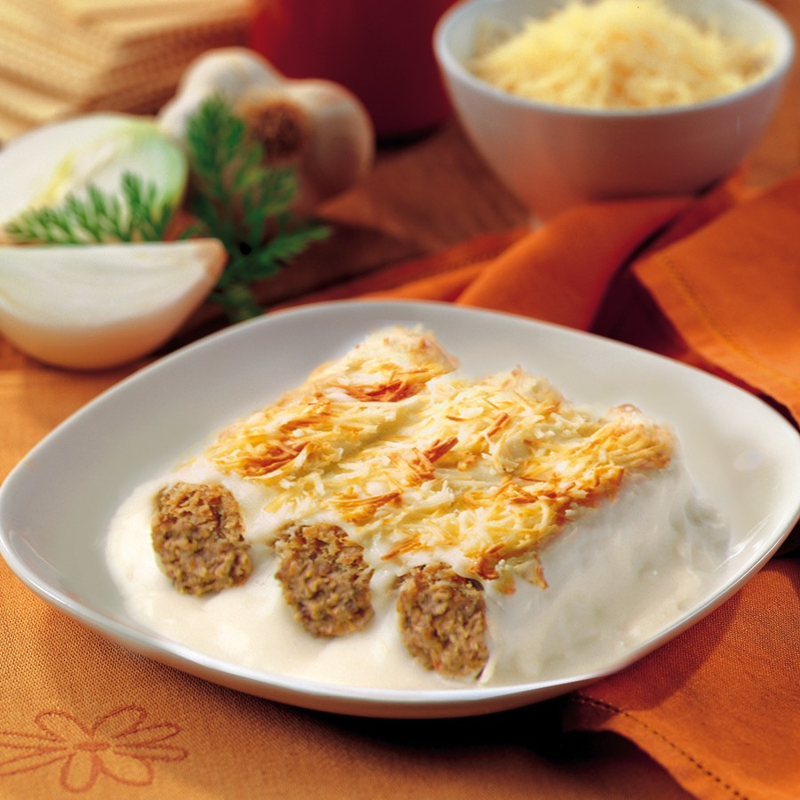 meat_cannelloni_with_bechamel_sauce_au_gratin