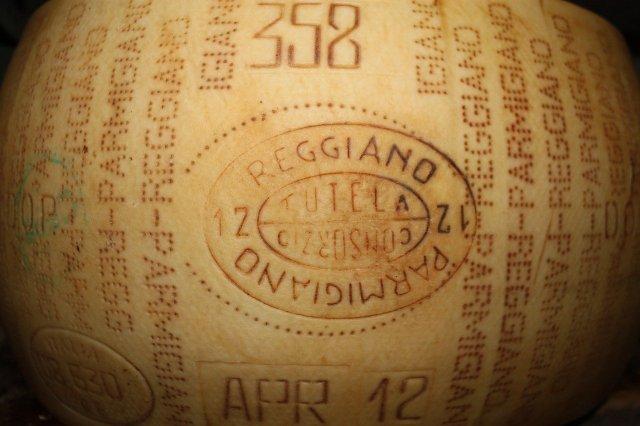 Brandmerk Parmigiano Reggiano als bewijs van echtheid