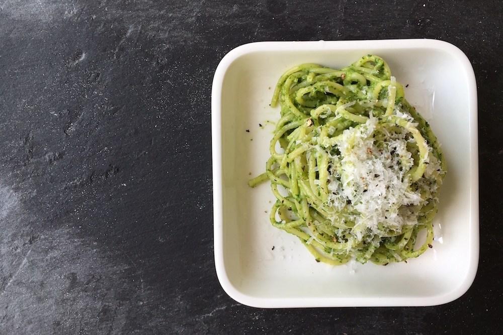 Spaghetti mit Avocado-Spinat-Pesto