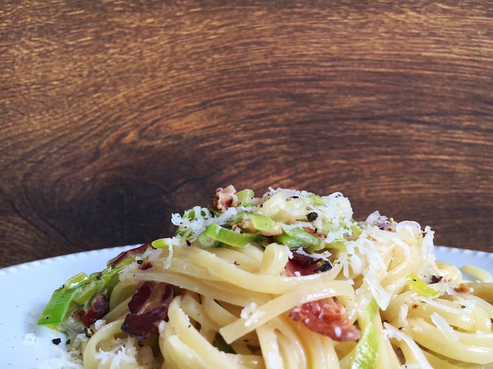 Spaghetti Flammkuchen - mit Lauch und Pancetta