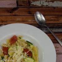 Schnelle Sommerpasta mit Zucchini & Cocktailtomaten