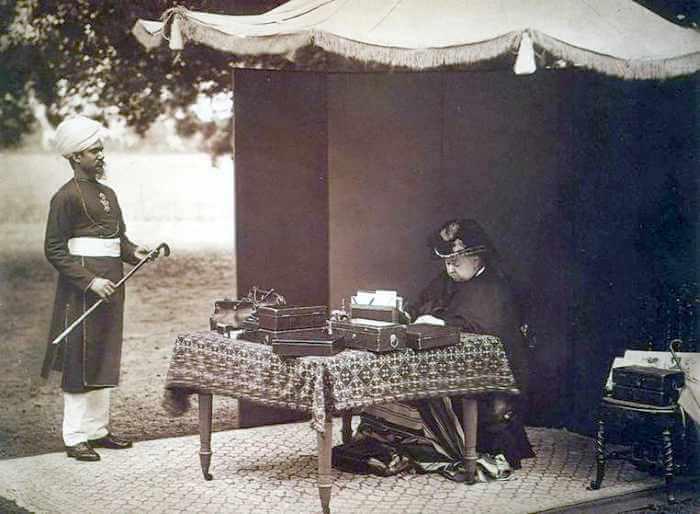 Abdul Karim con la regina Vittoria