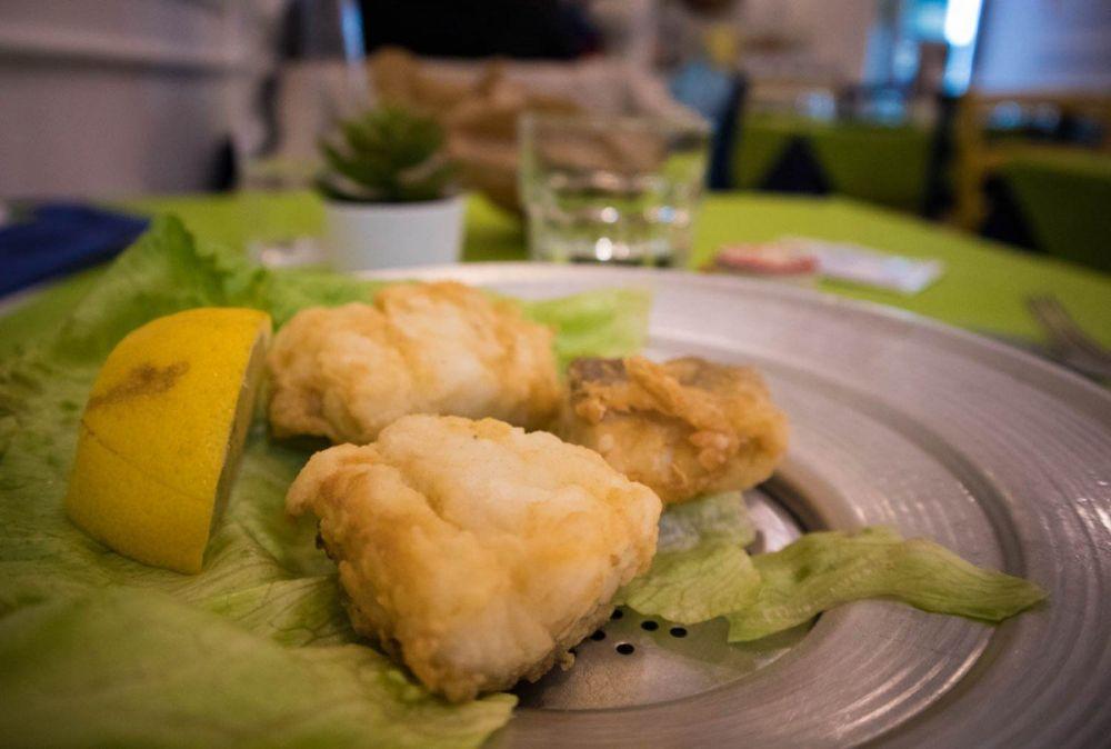 Baccalà fritto alla trattoria Sciala popolo di Napoli