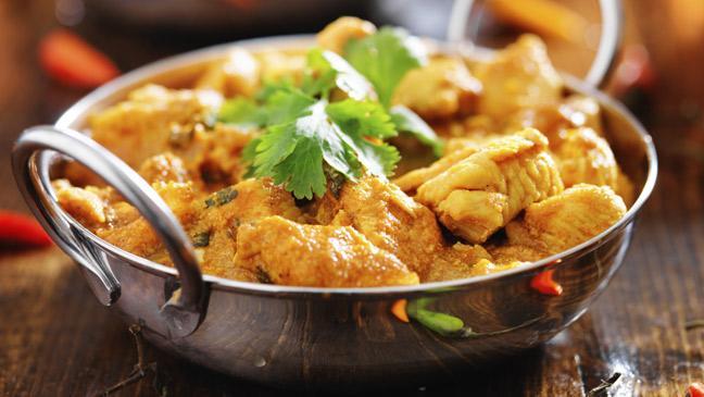 Balti curry servito nel caratteristico pentolino di acciaio