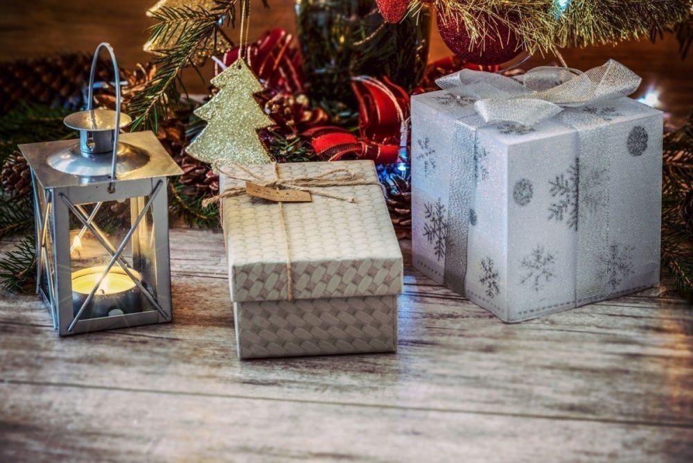 Regali di Natale sotto l'albero