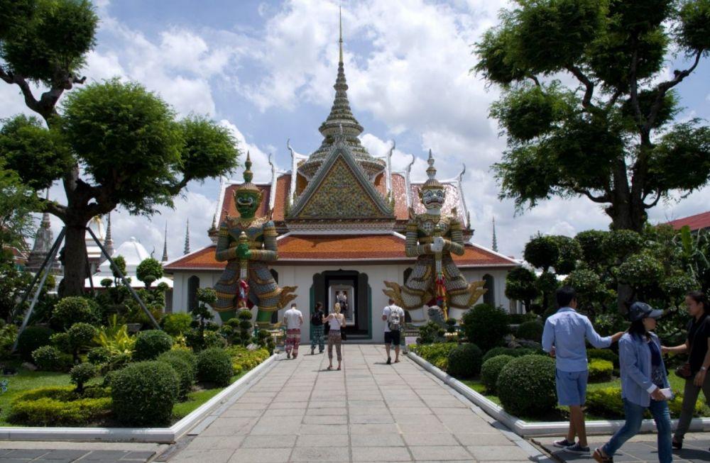 L'ingresso del Wat Arun, visto da dove attraccano i traghetti