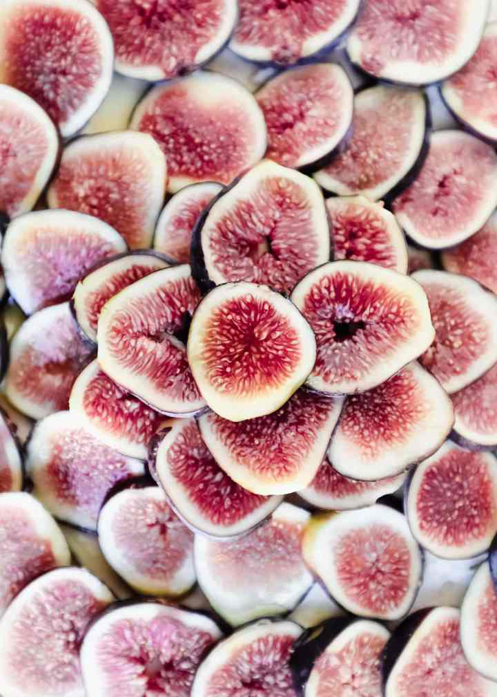 sliced figs up close flatlay