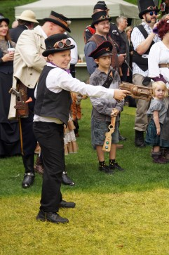 Steampunk Western shoot-out, the young winner