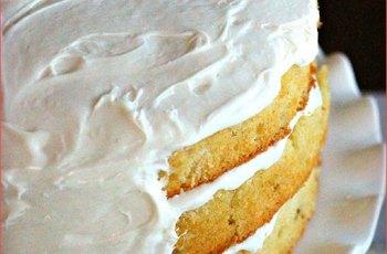 pastel-tradicional-de-mantequilla-decorado