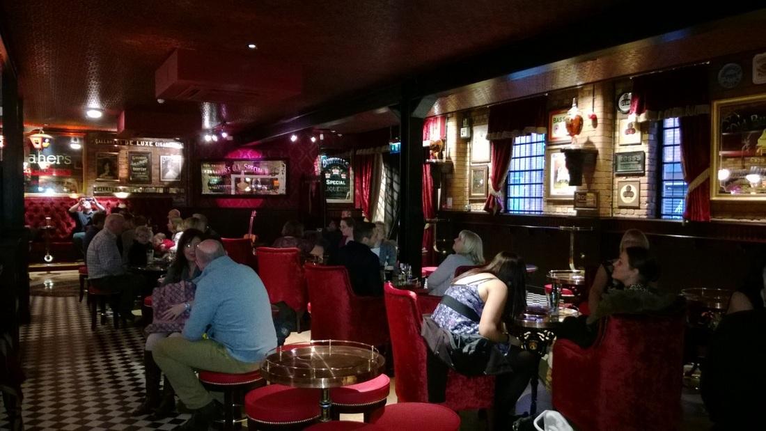 Shopping Hotels in Belfast. English. English.