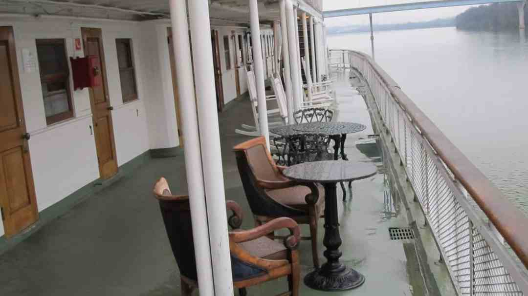 chairs on delta queen