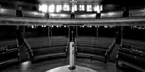 21.09.2020 – L'heure de trinquer, une bible à la main