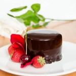 {Chocolate Mousse Cake} – Mini Torturi cu Ciocolata si Fructe de Padure