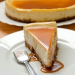 {White Chocolate and Caramel Cheesecake} – Cheesecake cu ciocolata alba si sos caramel