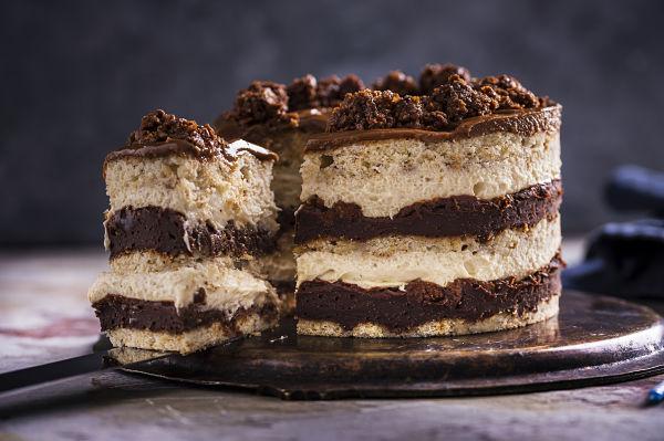 Momofuku banana hazelnut cake