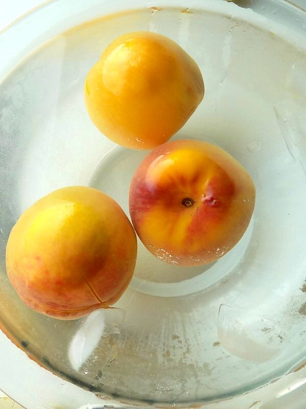 How to Peel Peaches step by step: Peaches in ice cold water.
