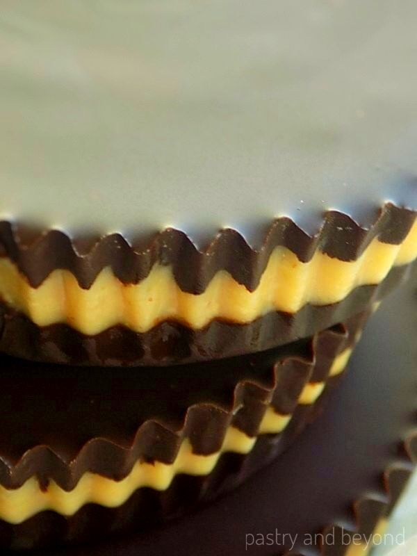 The detail of the layers pf dark chocolate peanut butter cups