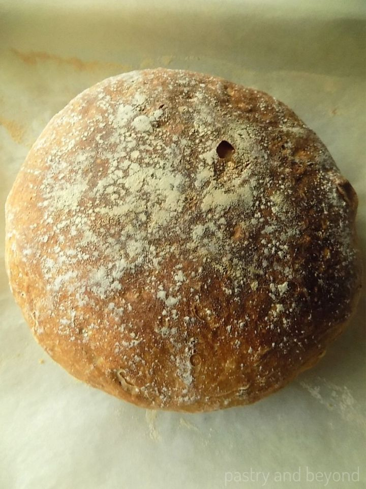 Round no knead bread without dutch oven