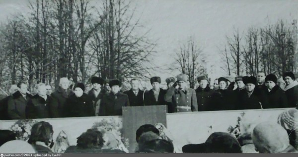 П.В.Логвиненко на митинге у братской могилы в поселке Крюково