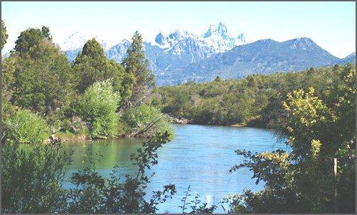 Lago y montaña de Cholila