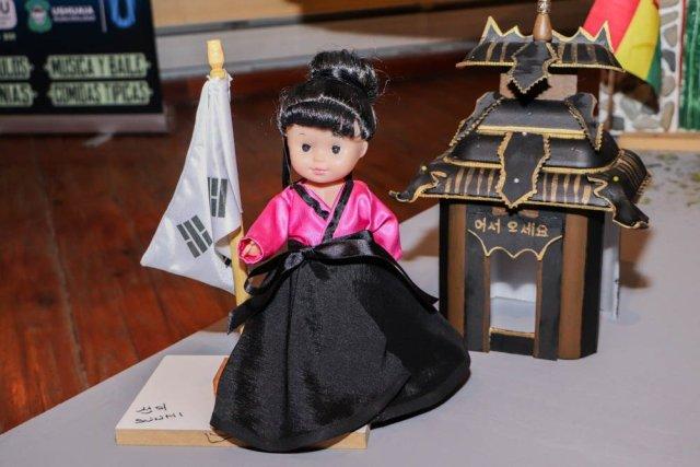 Muestra 'Muñecas del mundo' en el marco de la Fiesta de las Colectividades en Ushuaia