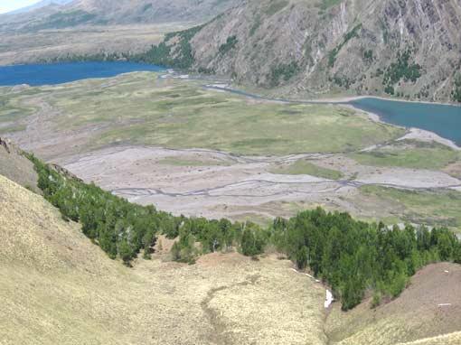Panorámica de las dos lagunas Superior e Inferior de la reserva de lagunas Epulafquen.