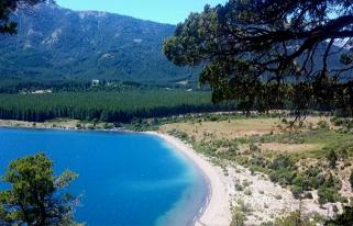 Panorámica del lago en Villa Meliquina