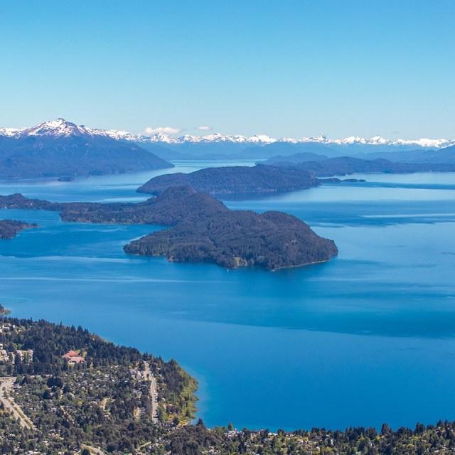 Bariloche desde las alturas, la Patagonia uno de los mejores destinos del mundo.