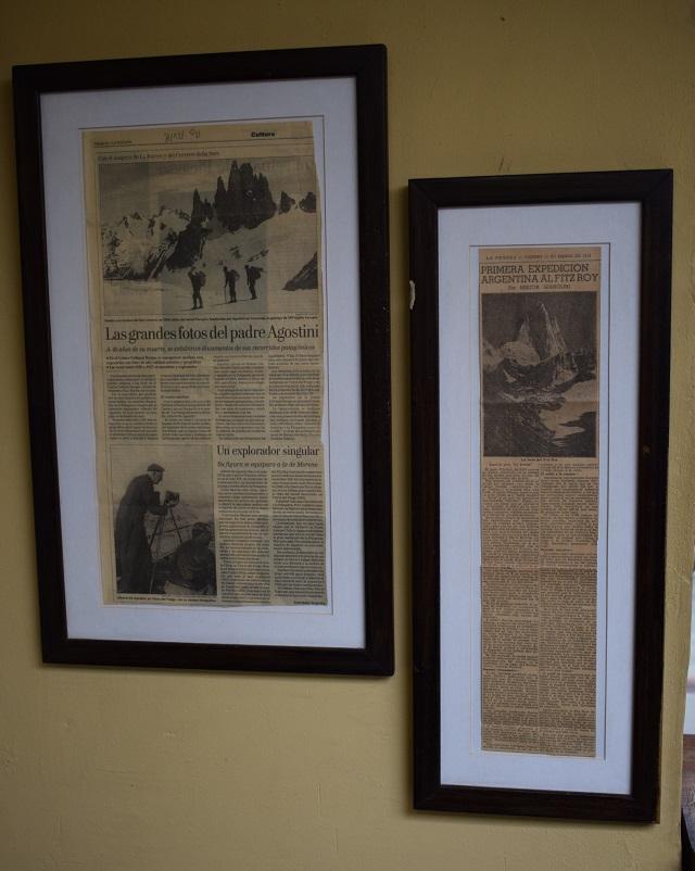 Noticias de la época enmarcadas en la pared de la Estancia La Leona.