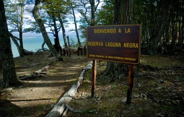 Inicio del sendero a la reserva Laguna Negra, en Tolhuin.