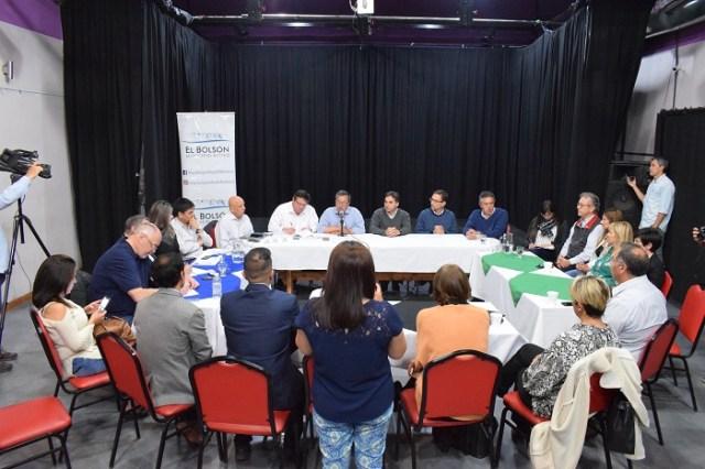 Panorámica de todos los actores de la reunión para habilitar cruce entre El Manso y Paso El león.