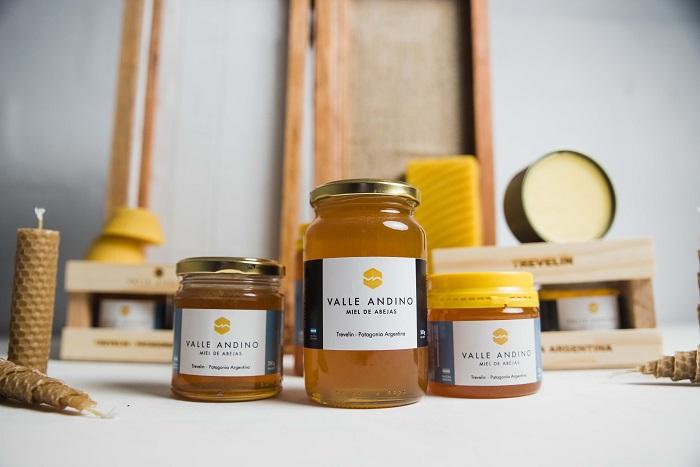 Esquel, fabrica la miel más austral del país