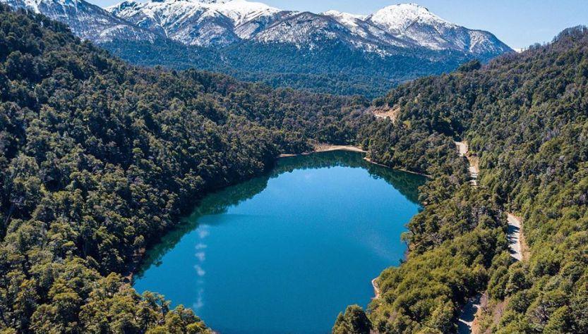 Lago visto desde arriba en cercanías a San martín de los Andes.