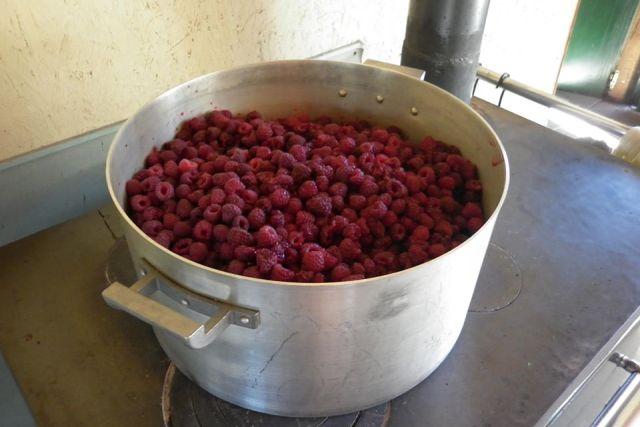 Preparación de dulce en El Manso