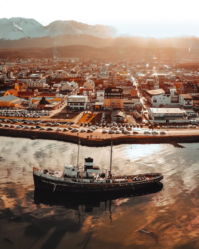 Panorámica de Ushuaia y el Saint Christopher.