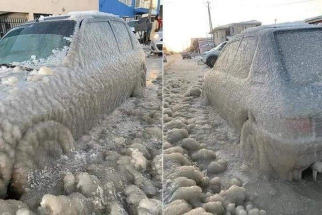 Auto congelado por el frío en Río Grande.