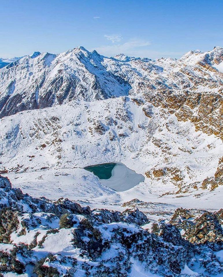Laguna en medio del invierno en Ushuaia