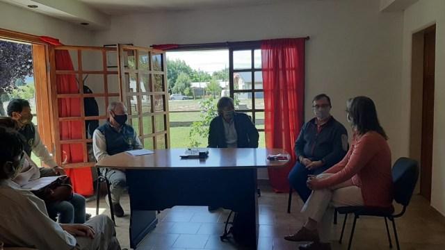 Reunión de funcionarios por Huella Andina que une Lago Puelo con El Hoyo.