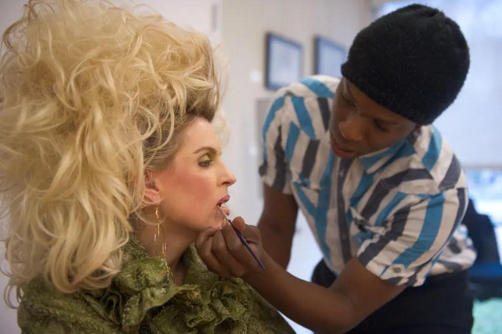Photos Fox 5 Reporter Holly Morris Gets A Hairage