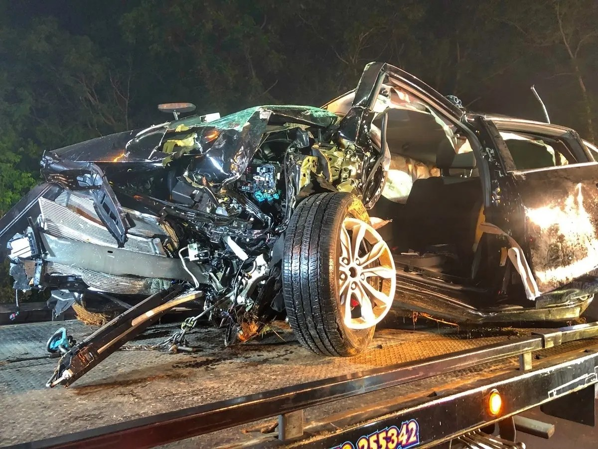 One Dead 2 Injured In Single Car Crash On I 77 Near