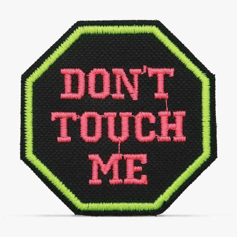 """Patch Bordado """"Don't touch me"""", """"não me toque"""" com termocolante 6x6cm da PATCH GANG"""